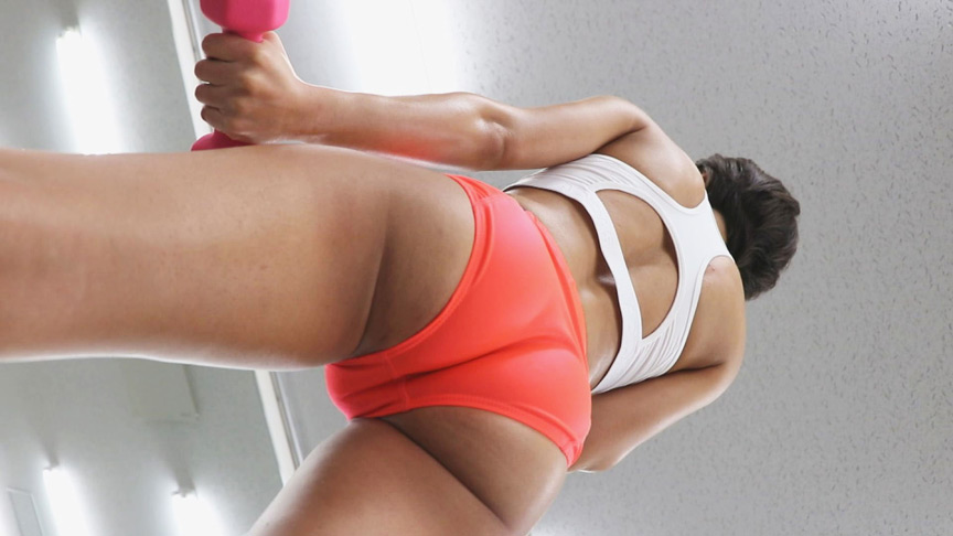 褐色筋肉女子